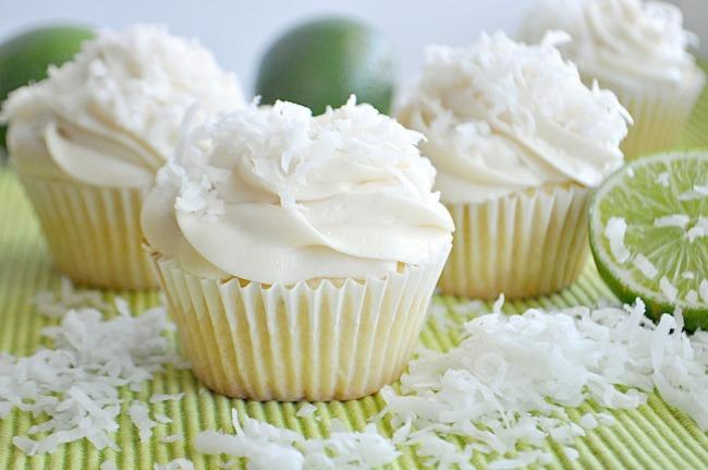 lime-coconut-cupcakes-026_680.jpg